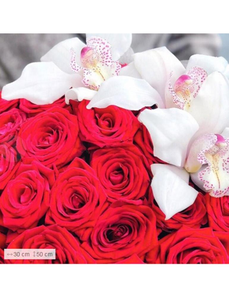 Розы и орхидеи в коробке