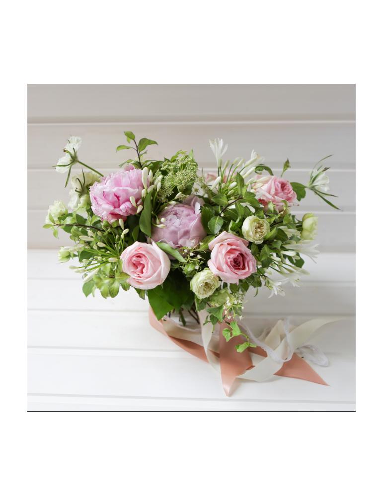 Розово-белый букет с пионами