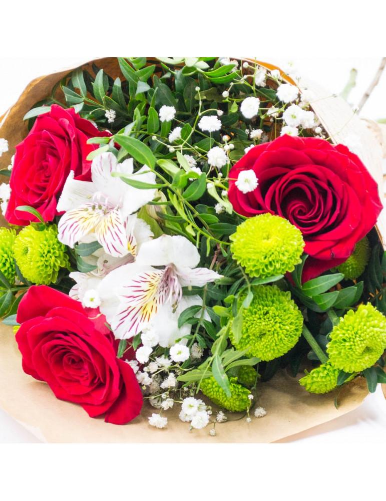 Rožu un krizantēmu pušķis