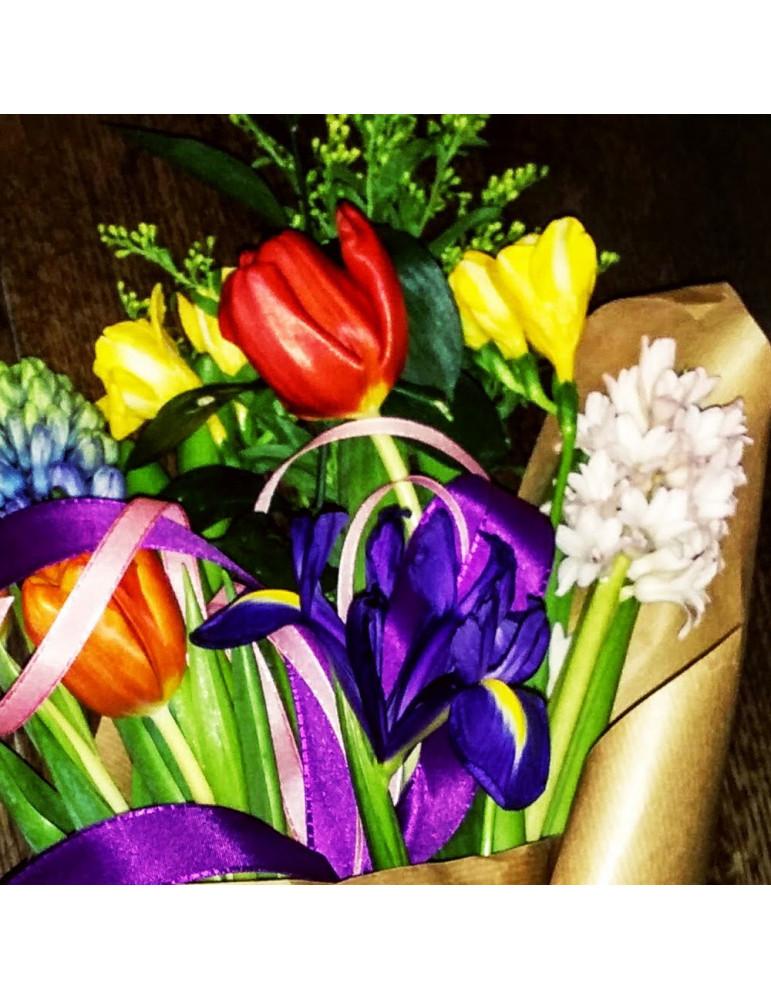 Pavasara ziedu pušķis