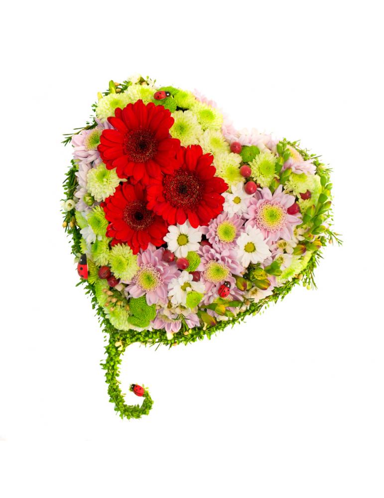Цветочное сердце с хризантемами