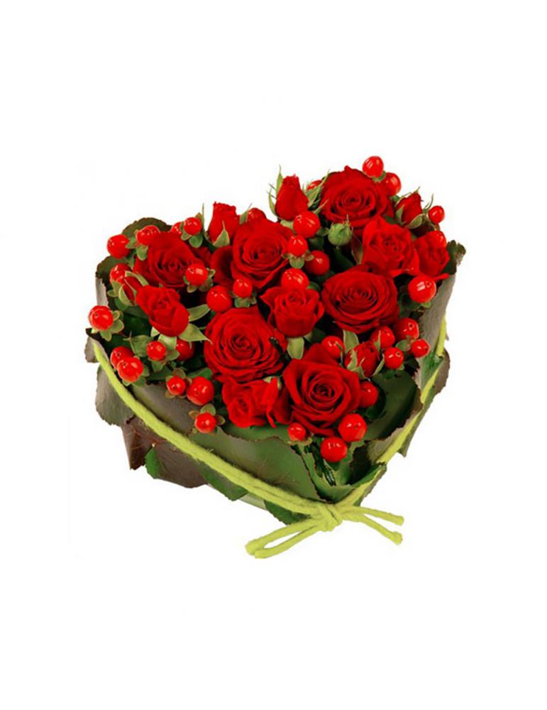 Сердце из роз и гиперикума