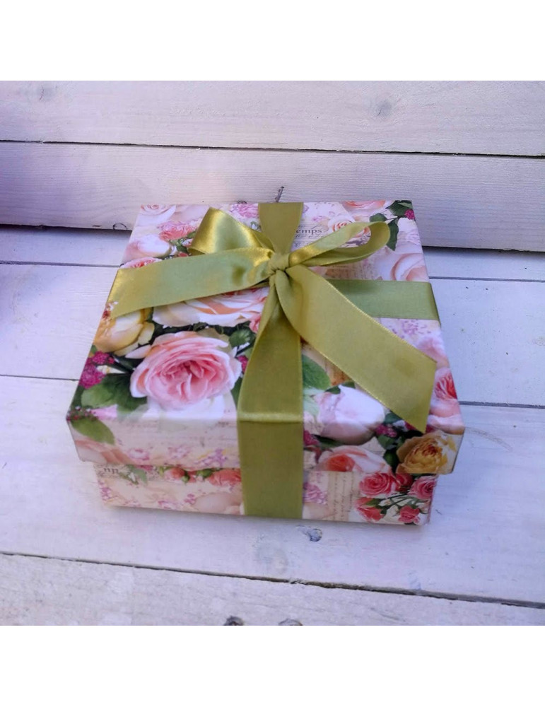 Sweet pea & box with strawberries